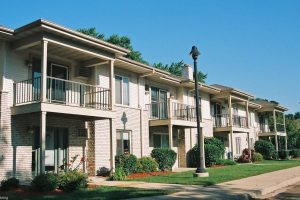 Monona-Shores-002-Apartments