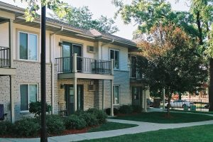 Monona-Shores-003-Apartments